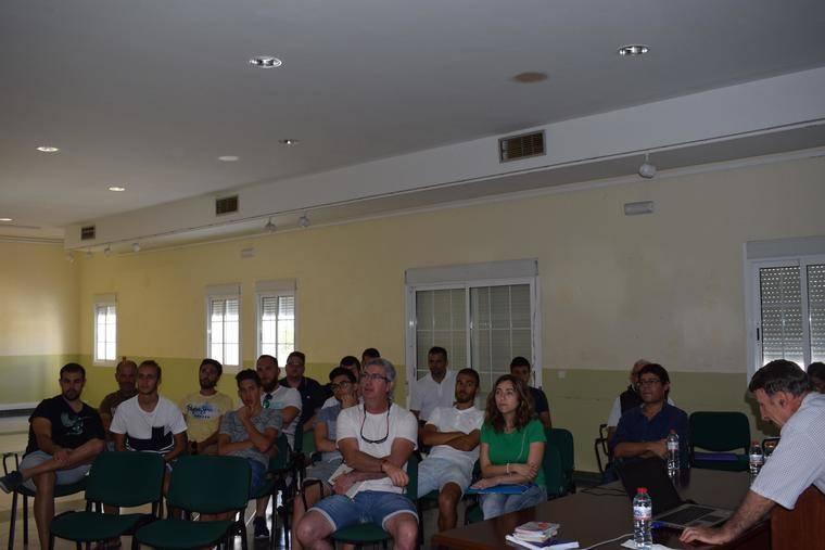 Socorristas y educadores ambientales participan en un curso sobre corrientes de resaca