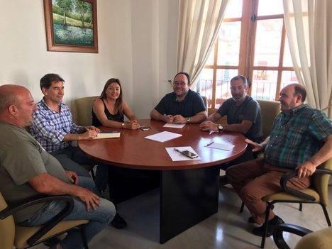 Diputación se reúne con los regantes de Alcolea para interesarse por las necesidades en materia de agua del municipio