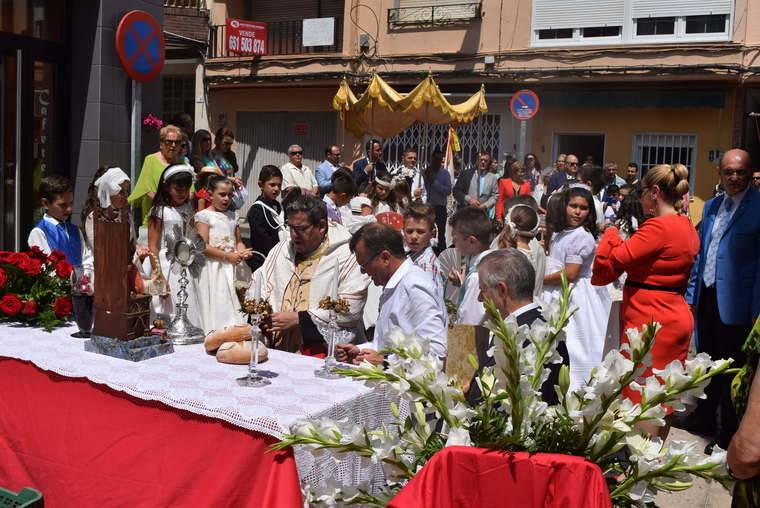 Los gadorenses se echan a la calle para conmemorar la festividad del Corpus
