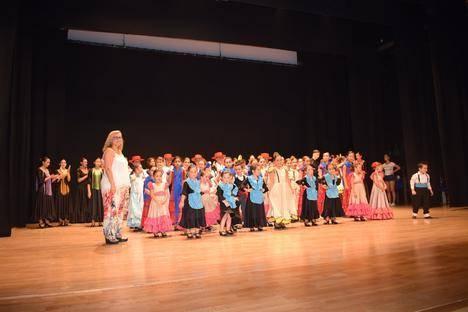 Los alumnos de la Escuela de Baile de Bienve Nieto mostraron su arte en el CAE