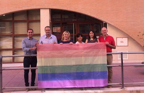 Ausencia del alcalde de Albox en el izado de la bandera LGTBI