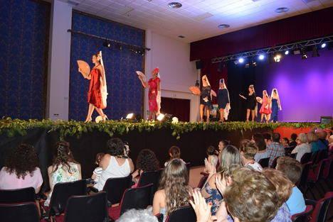 Gádor se transforma en la gran pasarela de la moda del traje flamenco