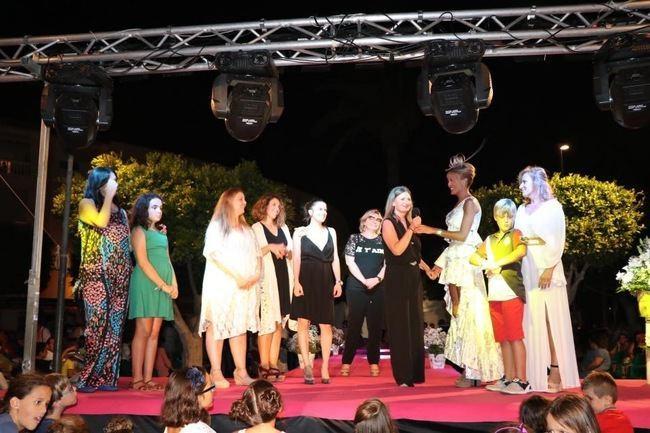Éxito de participación y de público de la VI Pasarela de Moda 'Virgen del Carmen' de Almerimar