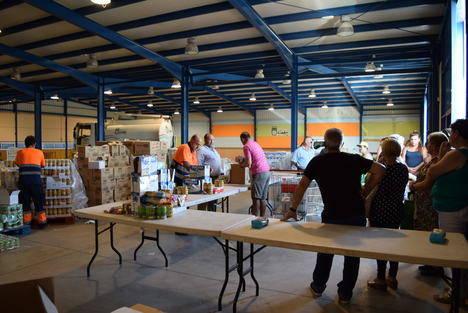 Ayuntamiento de Gádor distribuye 14.000 kilos de alimentos a familias del municipio
