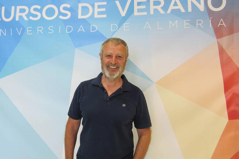Salvador Rueda: 'La reducción del 10% de vehículos circulando convertiría a Almería en una ciudad más habitable'