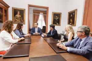 El alcalde destaca la humanización de la justicia en el encuentro con la Asociación Española de Abogados de Familia