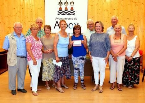 La comunidad anglicana de La Aljambra entrega 1.350 euros a la Asociación Contra el Cáncer de Albox