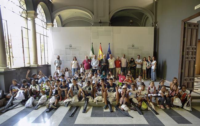 Vicepresidente de la Junta recibe en San Telmo a niños saharauis del programa 'Vacaciones en Paz'