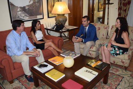 Marín y Bosquet garantizan al alcalde de Almería el apoyo de Ciudadanos en una reunión sin sus concejales