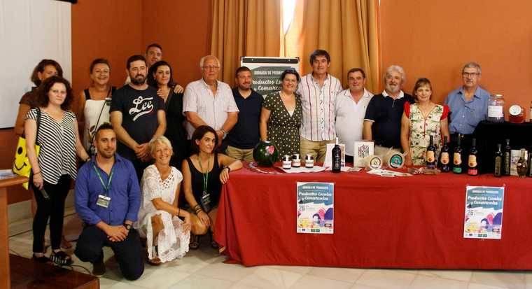 Empresarios locales y comarcales exhiben las fortalezas de sus productos en La Alcoholera