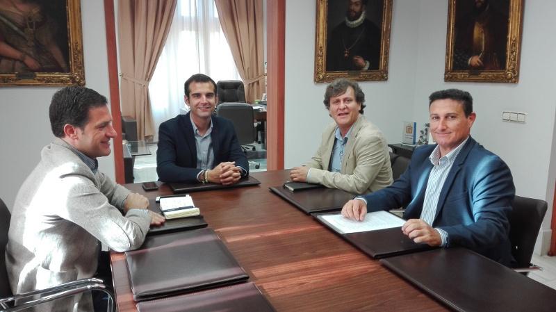El alcalde recibe al nuevo presidente del colegio de - Colegio de aparejadores de tenerife ...