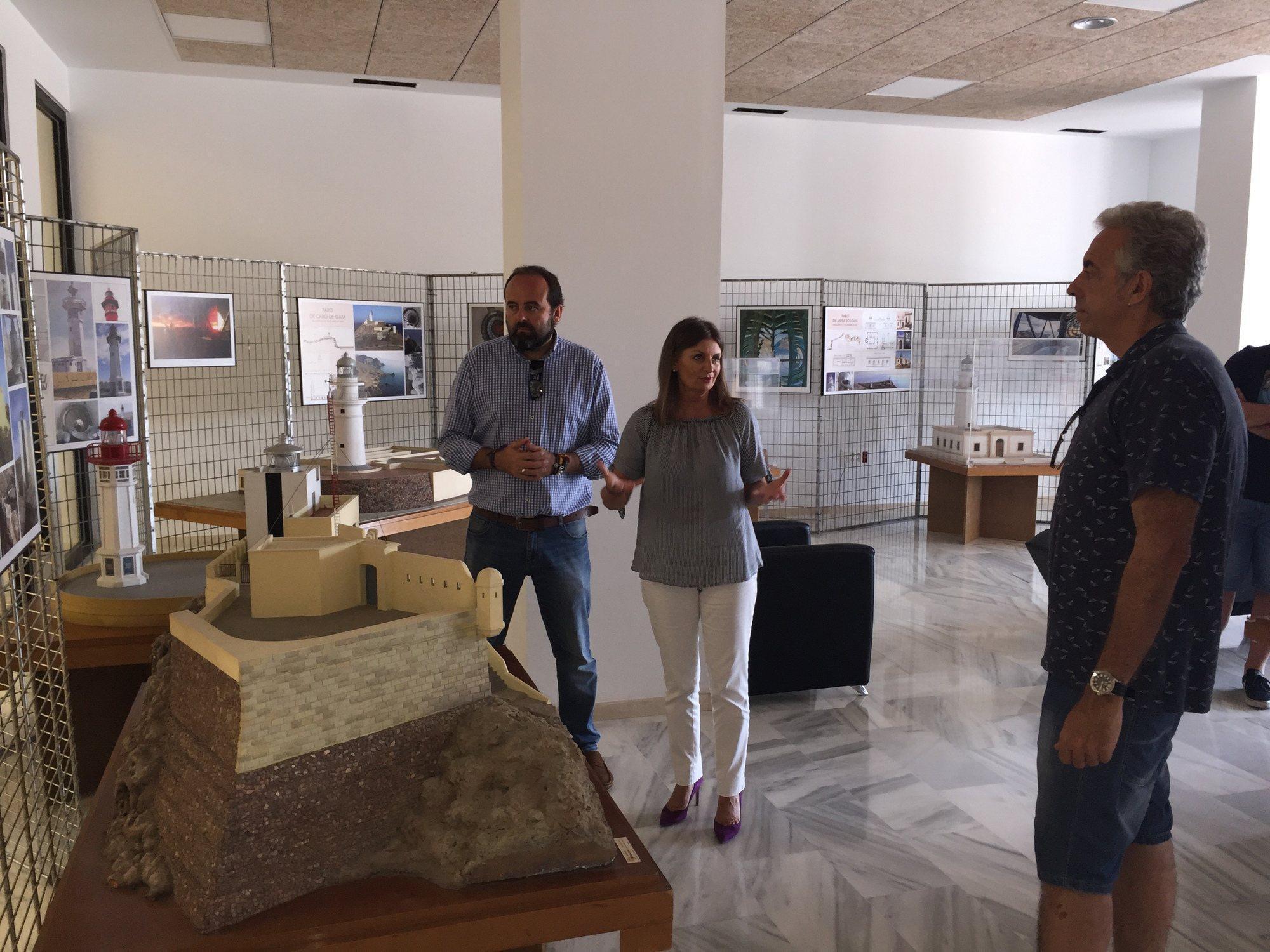 Oficina de turismo de el ejido acoge una muestra sobre la for La oficina caracteristicas