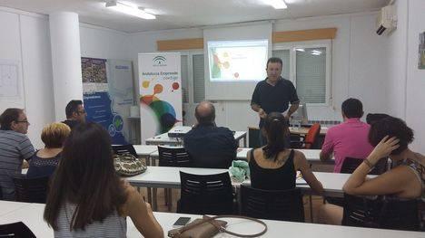 La Junta enseña a emprendedores de Los Vélez a madurar sus ideas de negocio con la metodología Lean Startup
