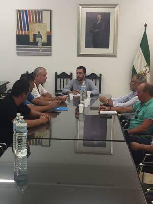 Carlos Sánchez se reúne con Verdiblanca para mejorar los accesos a las playas de personas con movilidad reducida