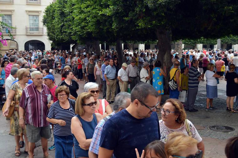 Almerienses y turistas comienzan a recoger los abanicos y programas de Feria