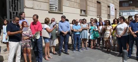UGT Almería guarda un minuto de silencio en señal de repulsa al atentado de Barcelona