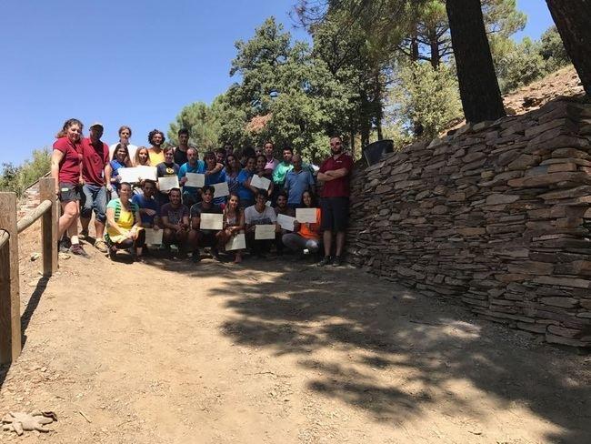 IAJ desarrolla en Fiñana un campo de trabajo para la conservación del refugio de Ubeire