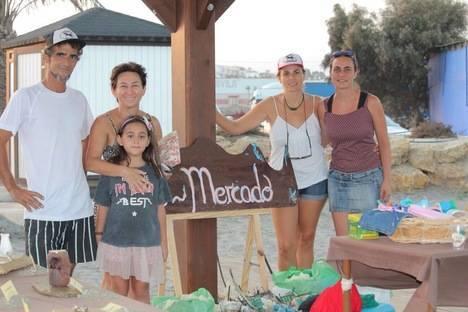 Cuevas recoge más de 20 kg de microresiduos de sus playas