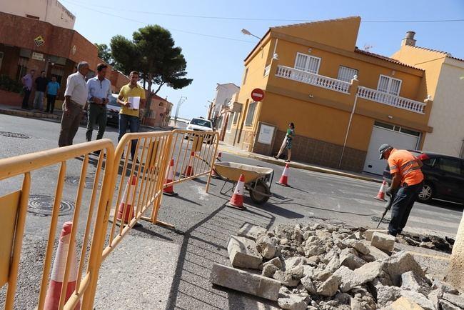 Ayuntamiento de El Ejido refuerza la seguridad de la calle La Línea con García Lorca