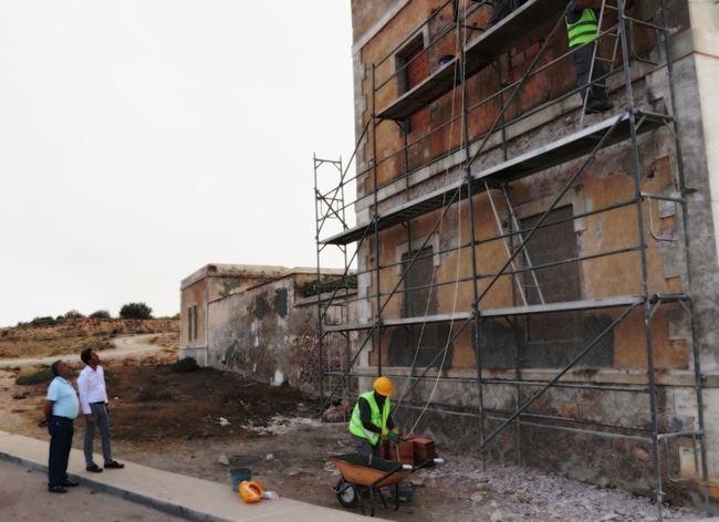 Obras de mejora en la fachada del antiguo Cuartel de la Guardia Civil de Guardias Viejas