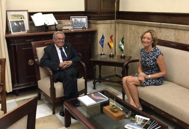 Primer encuentro oficial entre la APA y la subdelegación del Gobierno en Almería