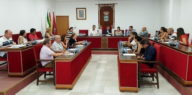 Manuel Cortés anuncia la rebaja el tipo de gravamen del IBI en Adra para 2018