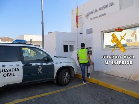 Detenido por un robo al tirón el autor de otro en una caravana en Níjar
