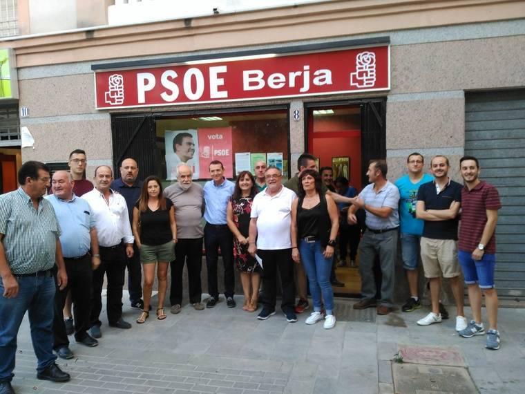 Pérez Navas lleva su propuesta a los socialistas de Berja
