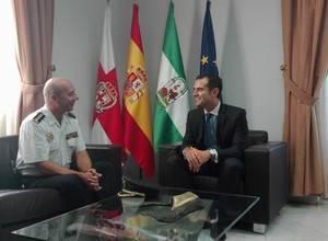 El alcalde recibe al nuevo Comisaría Provincial de la Policía Nacional