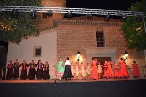 La Villa acoge el Festival de grupos de baile de la Escuela de Bienve Nieto