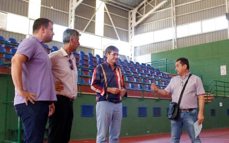 Alcalde de Adra anuncia obras de mejora en la cubierta de la Pista Polideportiva Miramar