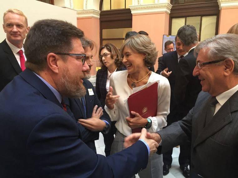 Sánchez Haro entrega al comisario de Pesca el plan de gestión del Mediterráneo elaborado por Andalucía
