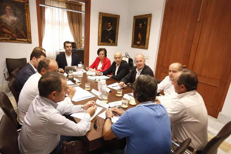 El Ayuntamiento transferirá 120.000 euros a la Fundación Bahía Almeriport, que se compromete a adjudicar la redacción del 'Master Plan' del Puerto Ciudad en diciembre
