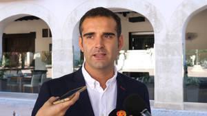 """Fernández-Pacheco muestra su apoyo a los concejales y funcionarios que """"defienden la ley, la Constitución y la democracia"""" en Cataluña"""