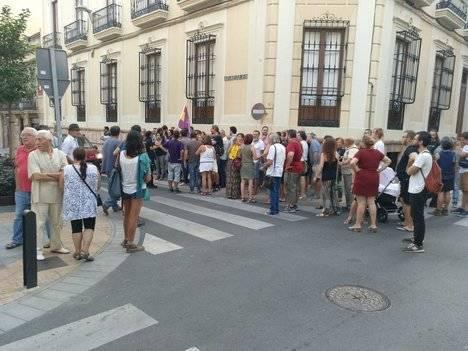 Izquierda Unida se concentra en Almería contra las detenciones por el 1-O