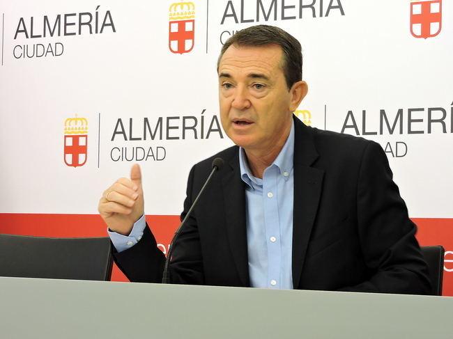 """El PSOE exige al PP que deje de aplicar una rebaja del IBI """"en diferido"""" y que no actúe como """"el peor de los bancos"""""""
