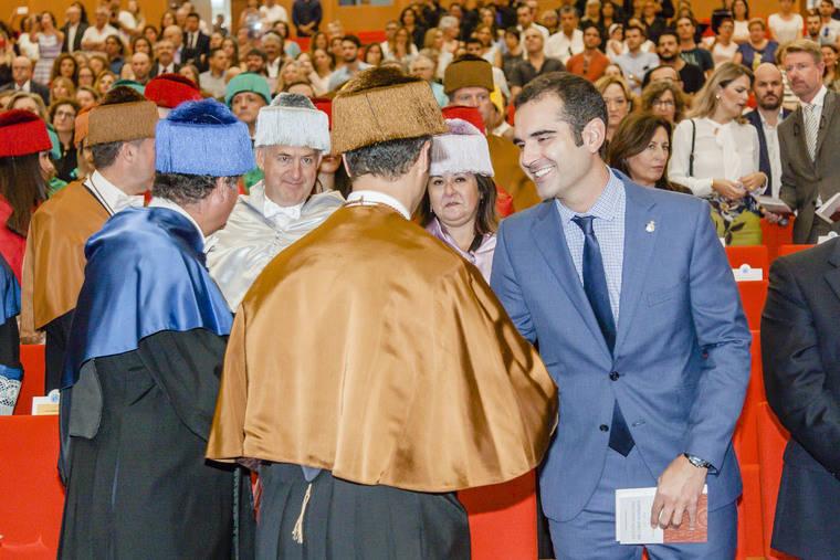Fernández-Pacheco asiste al acto de inicio del curso académico 2017-2018