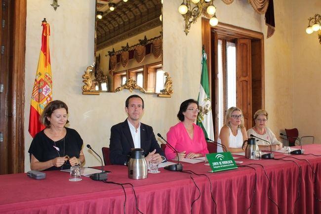 Junta impulsa en Almería la celebración del Mes la Lucha Contra el Cáncer de Mama