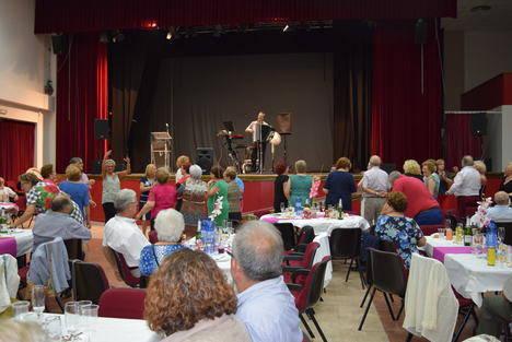 El Día del Mayor reúne a más de 300 personas en el Centro Cultural de Gádor