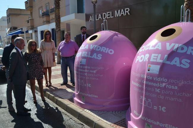 Roquetas y Ecovidrio presentan la campaña 'Recicla Vidrio por ellas' contra el cáncer de mama
