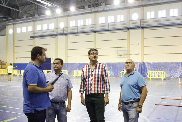 """Cortés destaca la """"apuesta decidida"""" por mejorar las instalaciones deportivas de Adra"""
