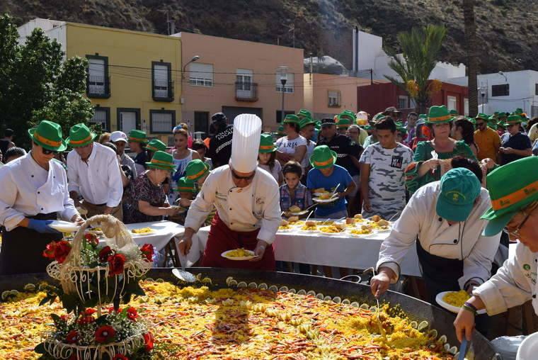 Multitudinaria paella popular para un millar de personas en la Feria del Mediodía de Gádor