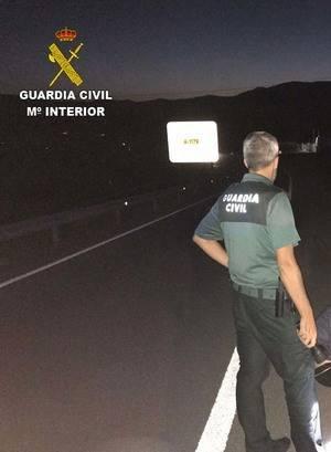 La Guardia Civil auxilia a una persona que hacía senderismo y a otra que se cae borracha