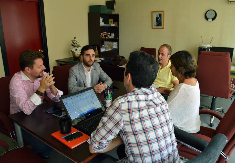 Carlos Sánchez se reúne con los Conservatorios de Música y Danza
