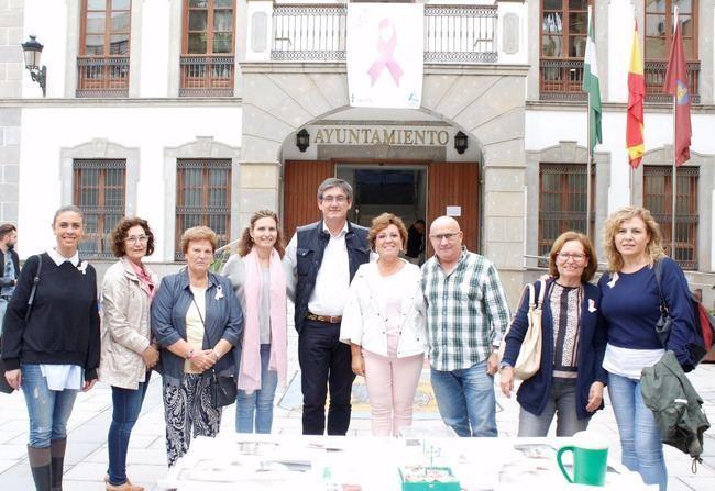 Cortés expresa su apoyo a las 'mujeres valientes' que libran la batalla contra el cáncer de mama