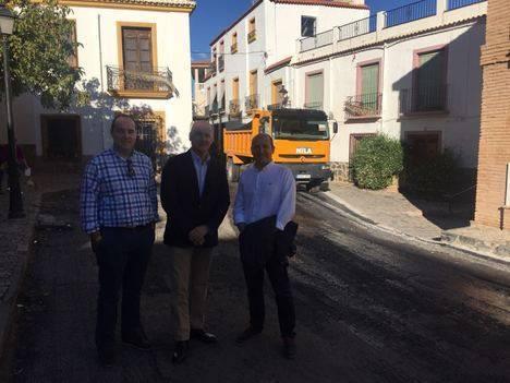Delegado de Fomento informa al alcalde de Fondón del acondicionamiento de la A-1180