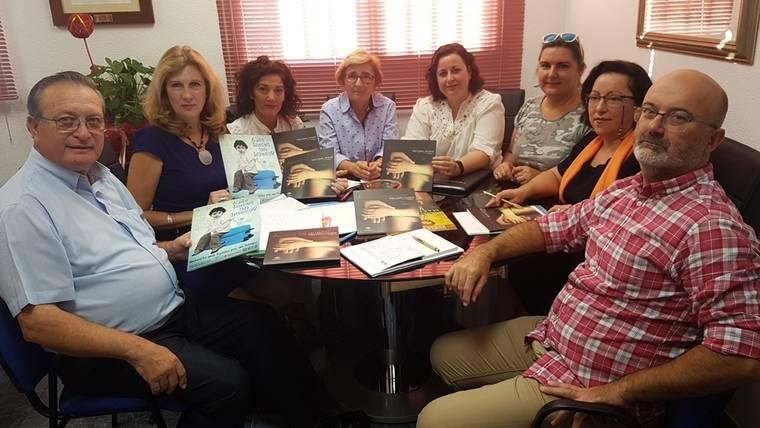 El Ayuntamiento de Roquetas apoya el programa de Acogimiento Familiar y prepara charlas para su difusión