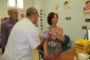 Comienzan a administrar la vacuna contra la gripe en Almería