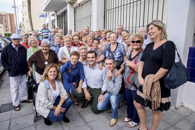 El alcalde recorre las 500 Viviendas con el Círculo Social de Pensionistas y Jubilados del barrio