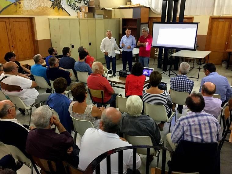 El PSOE estrena los documentales 'Almería, alma de barrio' ante los vecinos de Los Ángeles